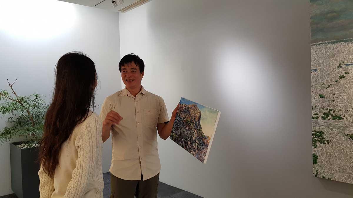 隱居山林,不時反思人類之不仁的畫家洪天宇,照片/植深館提供