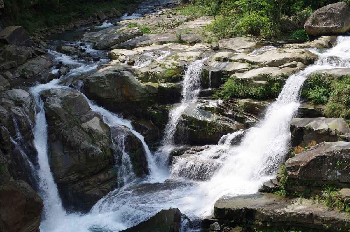 鹿場神仙谷,岩盤落差極大,也是電影「賽德克‧巴萊」的場景之一。(黎振君攝影)