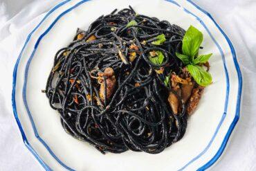 墨魚義大利麵,身為日本人的我第一次見到時,還曾驚嚇地心想「好噁心!」(攝影/古碧玲)