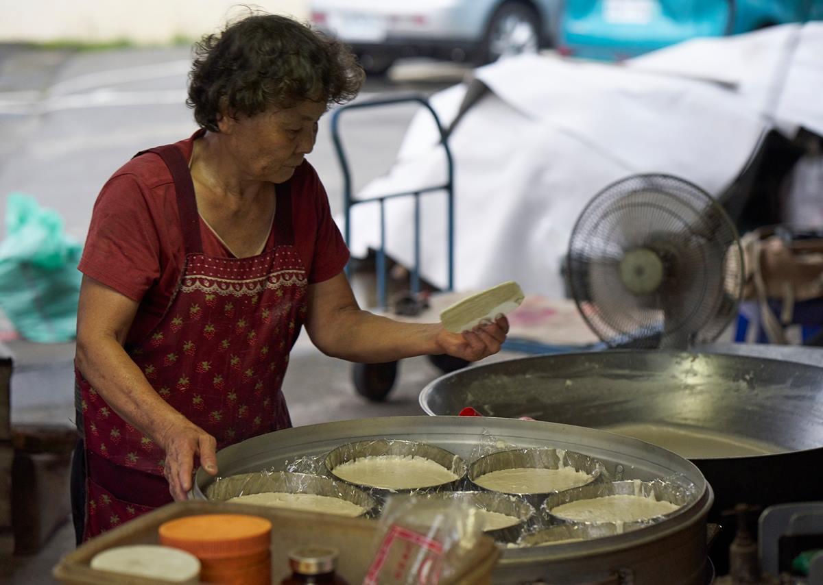 炊粿、炊粽,事事樣樣不能省工。(攝影/邱勤庭)