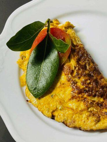 義大利肉醬很好用,除了拌麵之外,可以挖一湯匙,跟蛋一起打,做成炒蛋。(攝影/古碧玲)