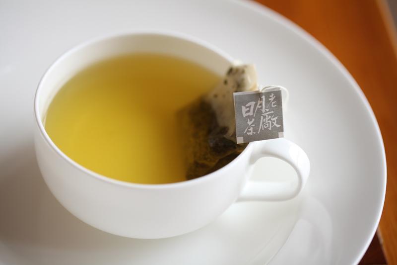 四季烏龍清澈的茶湯