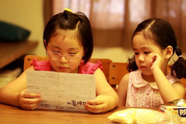 練習看說明書,不管懂不懂,練習捏小麵球,讓手帶著心走。