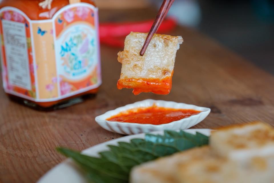 另外,娘惹醬和 川燙黑白切 常會出現的蒜味酸辣醬有異曲同工之妙,也非常推薦作為涼拌海鮮的沾醬。