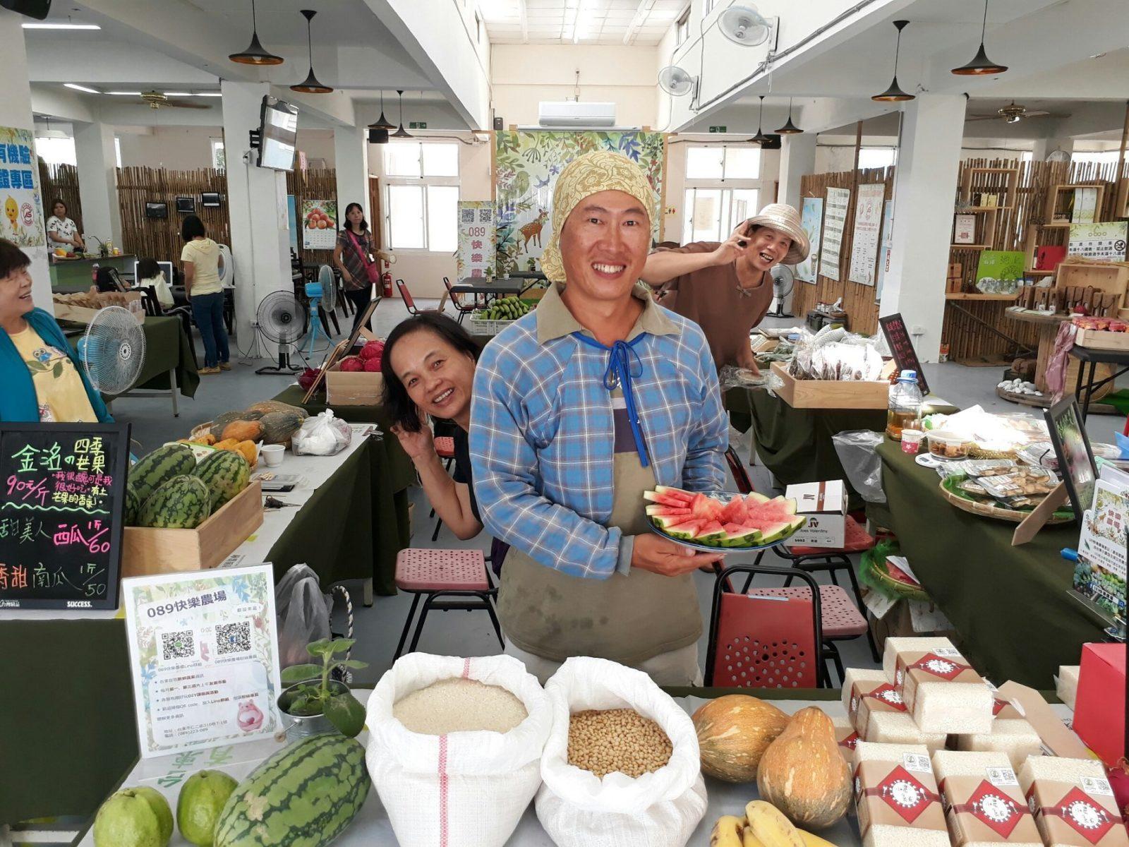 每周舉辦友善農夫市集,新鮮的蔬果,從農場直送到089快樂基地。