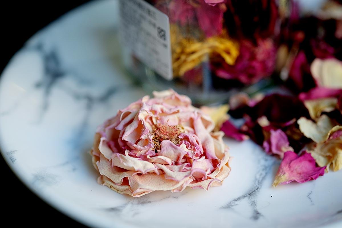 整朵乾燥玫瑰花,真的好美,很少見喔!